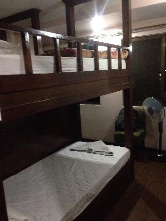 Backyard Hotel: 很棒的四人间,有自己的柜子,楼梯去上铺,而且全木质的