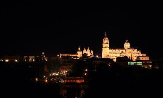 Catedral Nueva: Salamanca宁静的夜晚