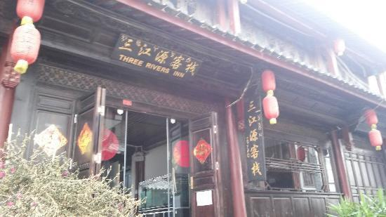 Sanjiangyuan Inn: 规模大的客栈