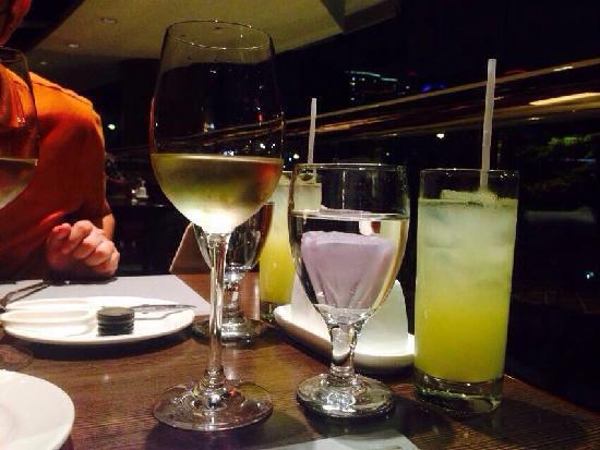 InterContinental Hong Kong: 颜色亮丽的酒店自助餐厅饮料
