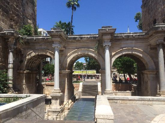 Hadrian's Gate : 哈德良门