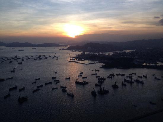Sky100 Hong Kong Observation Deck: 观日落
