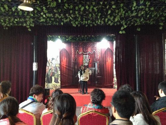 Former Residence of Tang Bohu: 表演