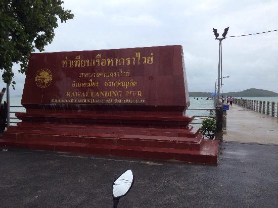 Rawai Beach: rawai landing pier