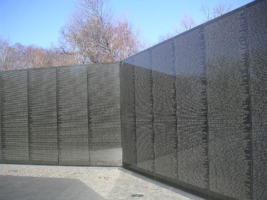 Vietnam Veterans Memorial: 越战纪念碑