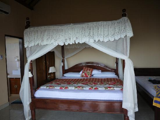 Beten Waru Bungalows and Restaurant: 小木屋的房间