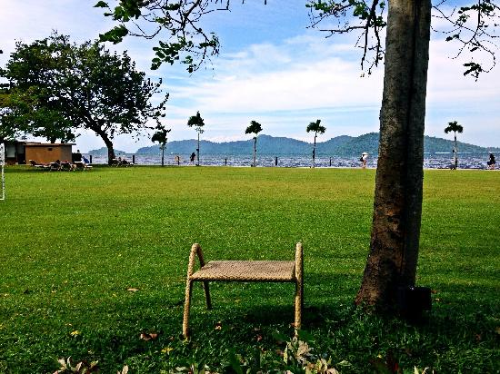 Shangri-La's Tanjung Aru Resort & Spa : 草坪