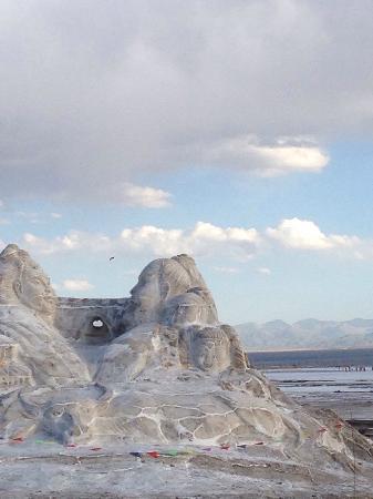 Chaka Salt Lake, Haixi: 茶卡盐湖,用盐做的雕塑