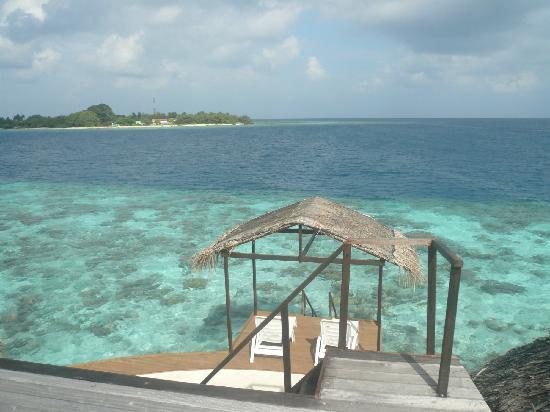 Nika Island Resort: 水屋平台