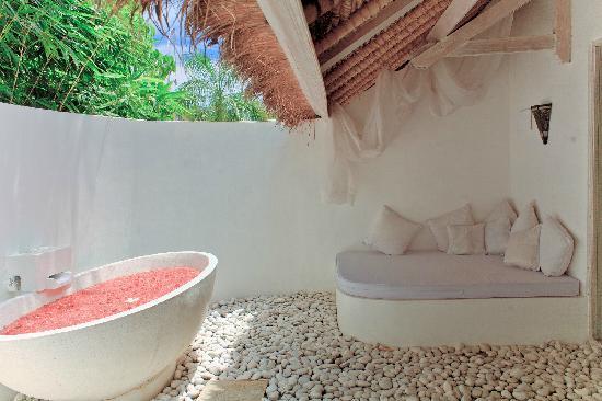 La Villa Mathis: 私人室外大浴室~超级有feel~一共有两间私人浴室