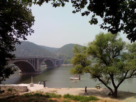 Longmen Bridge: 龙门桥
