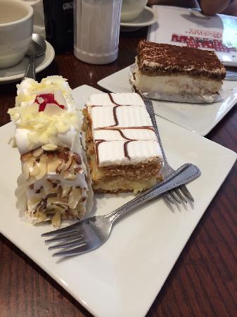 Modern Pastry Shop : 提拉米苏 拿破仑很好吃 那个看着不错个人觉得很一般