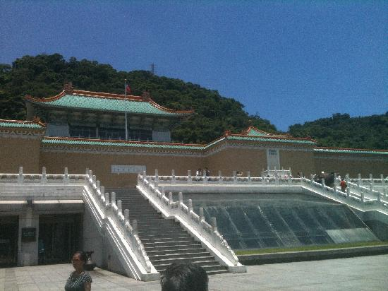 National Palace Museum: 台北故宫正面