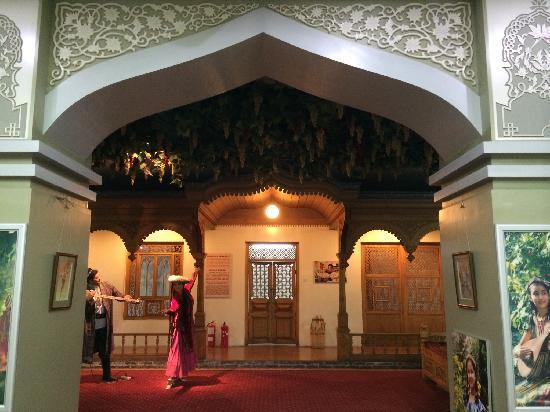 Xinjiang Regional Museum (Qu Bowuguan) : 新疆博物馆展厅