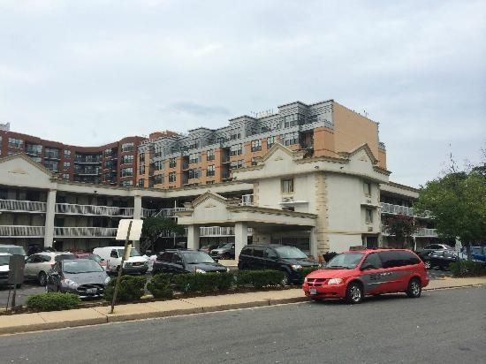 Days Inn Arlington Pentagon: 酒店外景