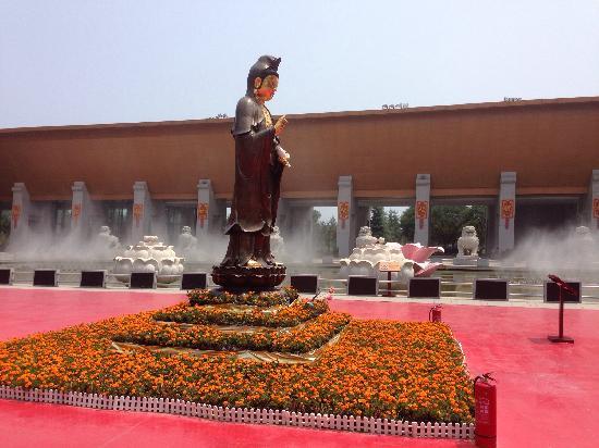 Treasure Hall of Famen Temple: 新景区的进门