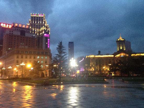 Dalian Zhongshan Square: 夜景很漂亮