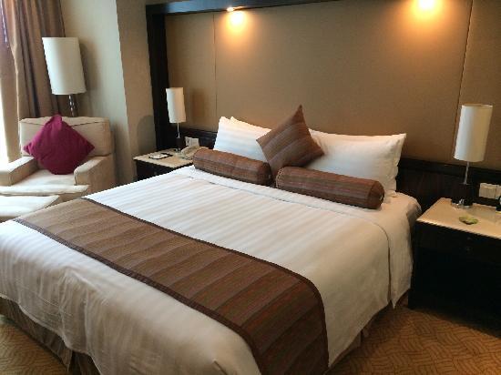 Howard Johnson Huaihai Hotel Shanghai: 豪华大床