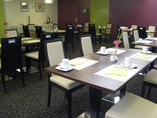 Holiday Inn Salzburg City: 早餐厅