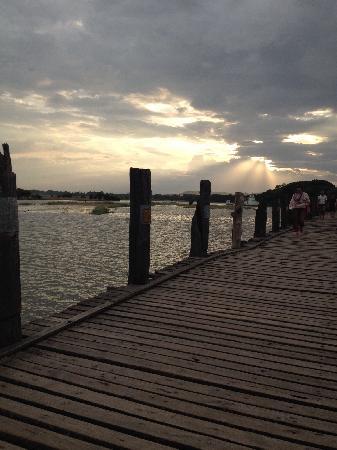 U-Bein-Brücke: 桥面