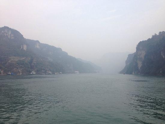 Three Gorges: 三峡