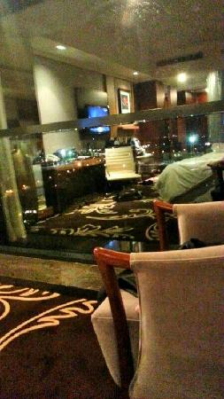 Sheraton Shunde Hotel: 湖景房夜景 落地窗还不错 只是晚上看不到湖 白天还是很赞的