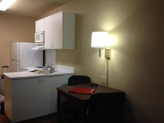 Extended Stay America - Reno - South Meadows: 有厨房的房间