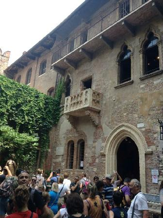Casa di Giulietta: 茱莉叶的家