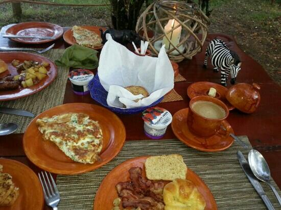 Mara Crossings Camp: breakfast~
