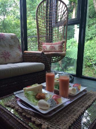 Echo villa: Wake up and having breakfast in such a quiet valley