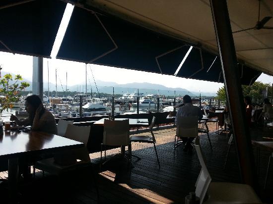 Shangri-La Hotel, The Marina, Cairns: 早餐餐厅景观