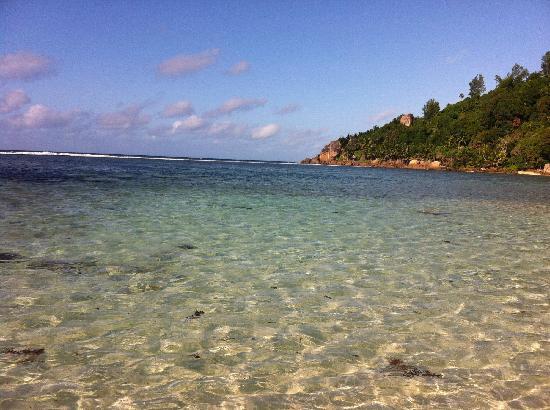 Kempinski Seychelles Resort : 酒店外的海景,一个字,美!