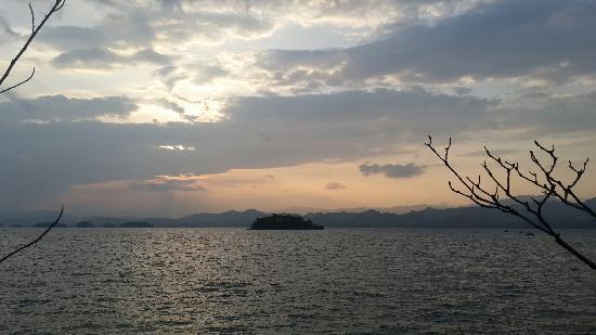Thousand Island Lake (Qiandao Hu): 黄昏千岛湖