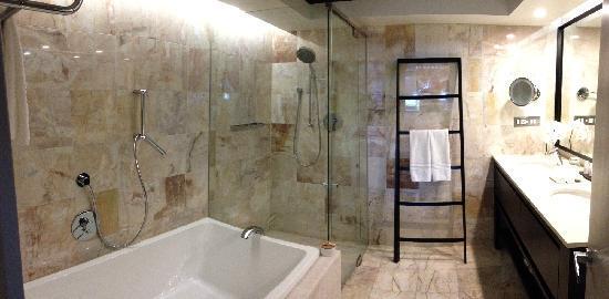 One&Only Hayman Island: 浴室