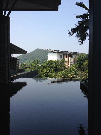Sheraton Grand Guangzhou Huadu Resort: 前台门厅景观