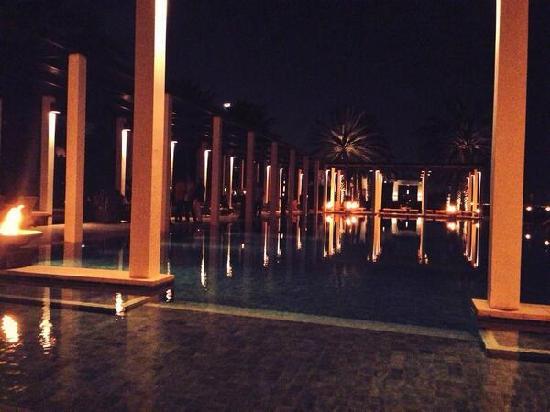 The Chedi Muscat – a GHM hotel: 夜间泳池派对