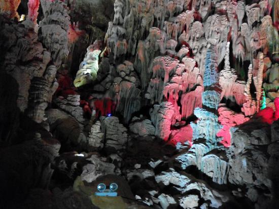 Baimo Cave: 如梦如幻的石笋