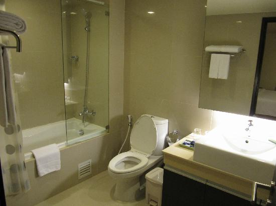 Aspen Suites Sukhumvit 2 by Compass Hospitality : wash room
