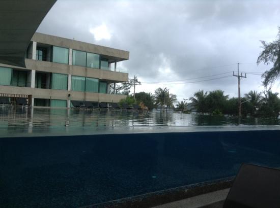 B-Lay Tong Phuket: 大游泳池
