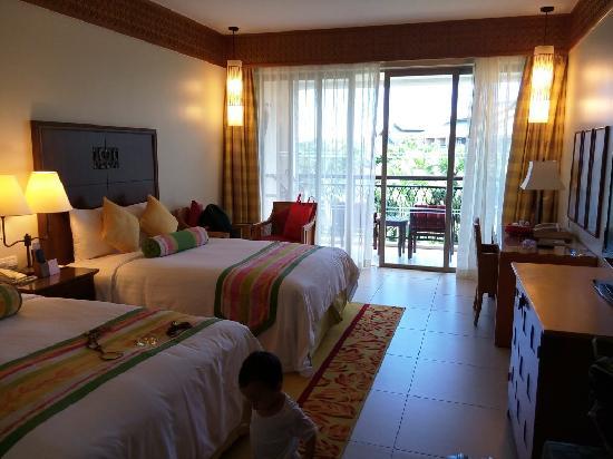 Sanya Marriott Yalong Bay Resort & Spa: 园景房,其实能看到海喔