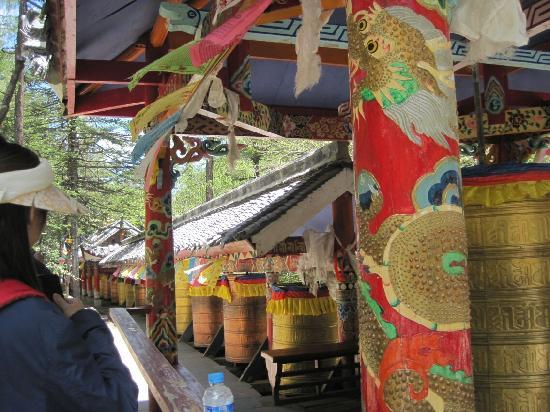 Jingang Temple : 金刚寺的转经筒
