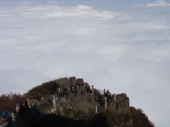 Ten-Thousand Buddhas Peak : 远看万佛顶