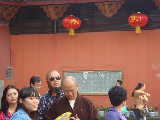 Wannian Temple : 游客很多的万年寺