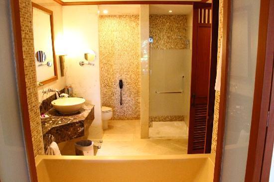 Amari Vogue Krabi: 实景-客房浴室