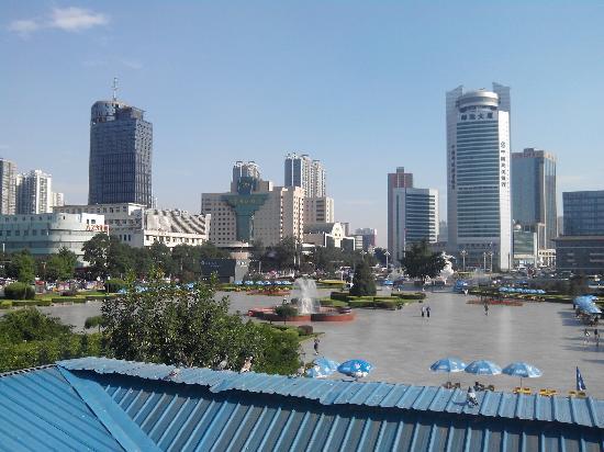 Wuyi Square: 天桥上拍的照片