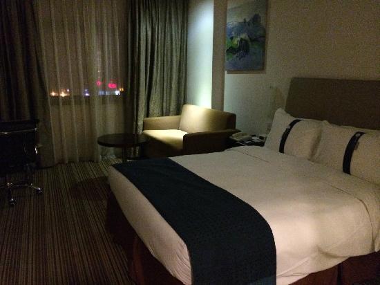 Holiday Inn Express Sanlin Shanghai: 卧室