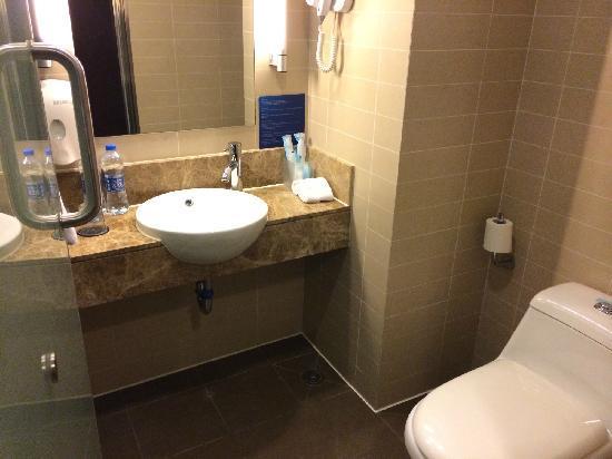 Holiday Inn Express Sanlin Shanghai: 浴室