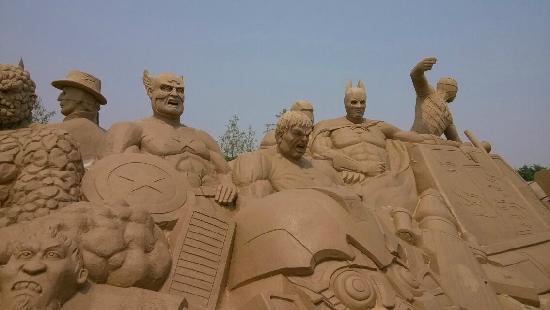 Changli County, Kina: 形象的多人物沙雕
