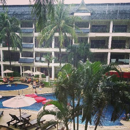 Swissotel Resort Phuket Kamala Beach: 下雨中