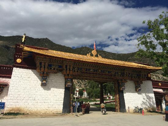 Gyaca County, Chine : 加查的寺庙